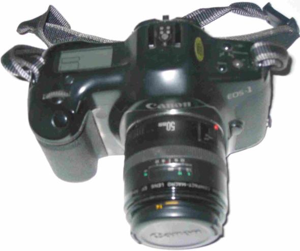 Canon EOS-1, rem, Canon EF 50mm Compact Macro objektiv 1:2.5 (+ linsskydd och bakre objektivlock) i perfekt skick med bruksanvisning och ORIGINALTILLBEHÖR; 2 st Speedlite blixtar, filter, väska, etc. OBS! ENDAST EN ÄGARE TILL KAMERA MED UTRUSTNING OCH ENDAST ANVÄND FÅTAL GGR UNDER ETT PAR ÅRS TID. DÄRAV I NYSKICK !